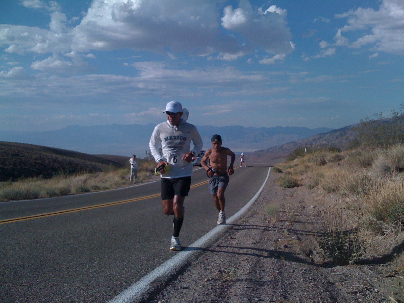 Los Angeles native and past champion Jorge Pacheco running up Townes Pass